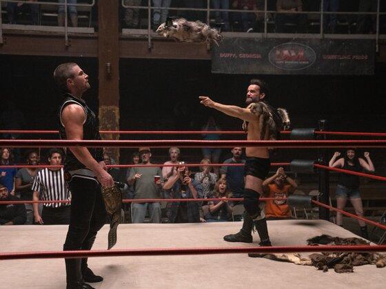 "CM Punk als Ricky Rabies in der Wrestling-Serie ""Heels"""